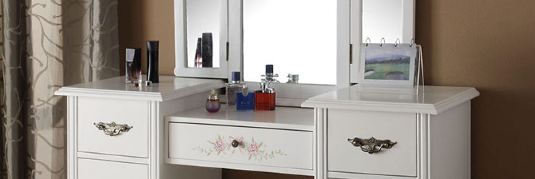 Simple Tips for Organizing Your Vanity Desk