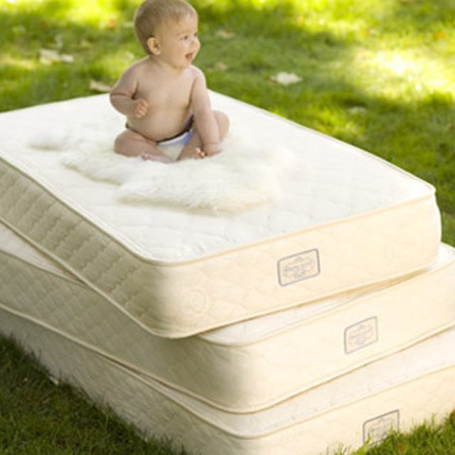Buying a crib mattress online – is reading reviews necessary?