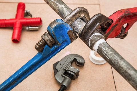 How to fix your leaking or burst pipes